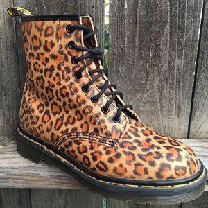 Dr Martens boots Sz 7 Leopard Leather England RARE